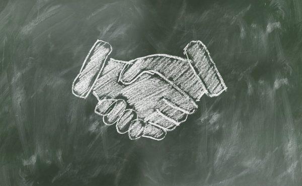 shaking-hands-2499612_1280